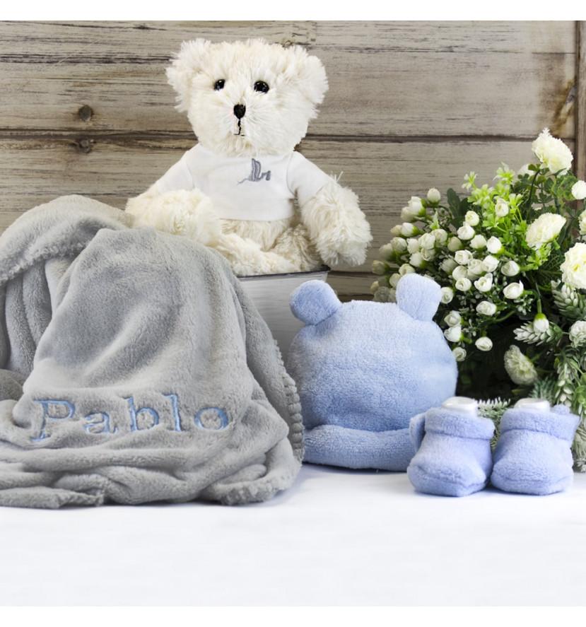 Trousseau couverture brodée peluche et ensemble bonnet-chaussettes bleu