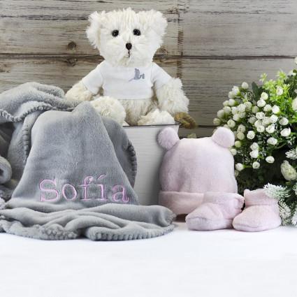 Trousseau couverture brodée peluche et ensemble bonnet-chaussettes rose